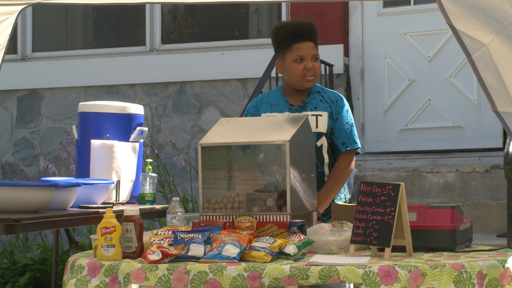 City helps teen's hot dog stand become legit...instead of shutting him down on.khou.com/2NXCd1V