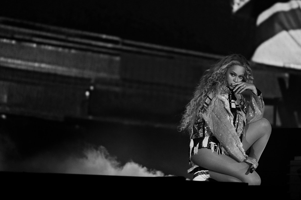 NICE  what an amazing ending to this unforgettable European Tour Leg! Now it's time for the States. #OTRII <br>http://pic.twitter.com/Vb0kVl88IY