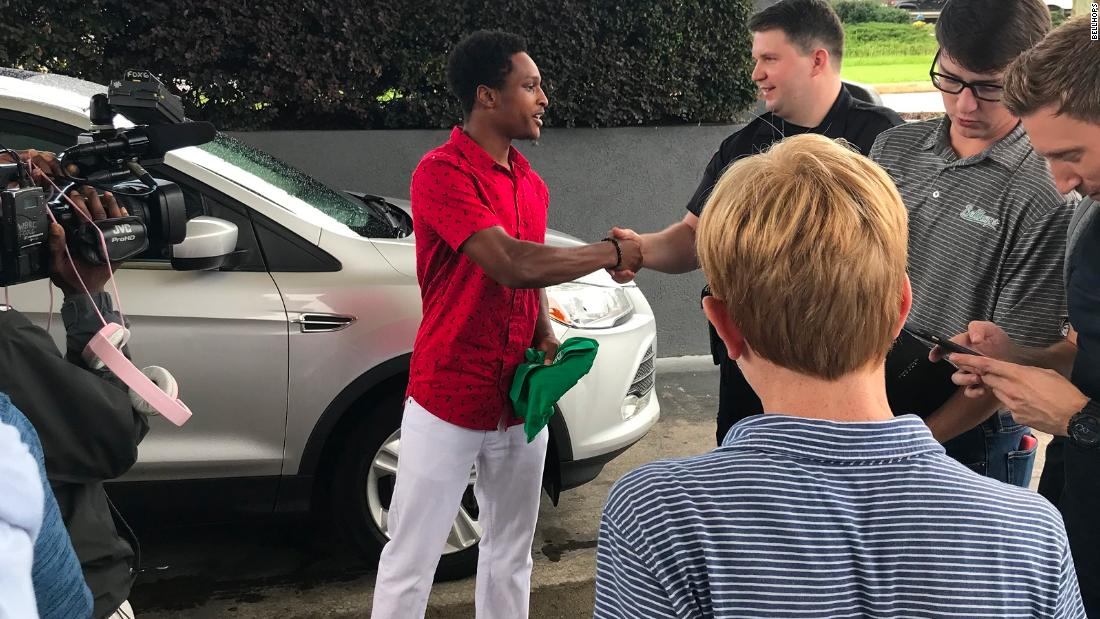 When Walter Carr's car broke down, he walked all night for a 20-mile trip so he could be on time for his first day of work at a moving company.  The CEO was so impressed that he gave the Alabama college student his own 2014 Ford Escape. https://t.co/mCJfmDT6bz