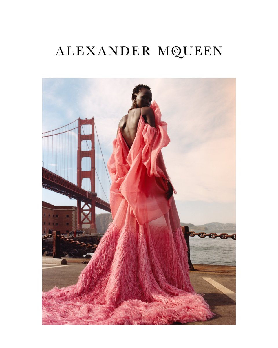 The Alexander McQueen Autumn/Winter 2018 campaign is set in mythical and free-spirited San Francisco. #Shanelle Nyasiase #VittoriaCeretti and #RiannevanRompaey , all previous faces of Alexander McQueen –are photographed by #JamieHawkesworth and art directed by @mmparisdotcom