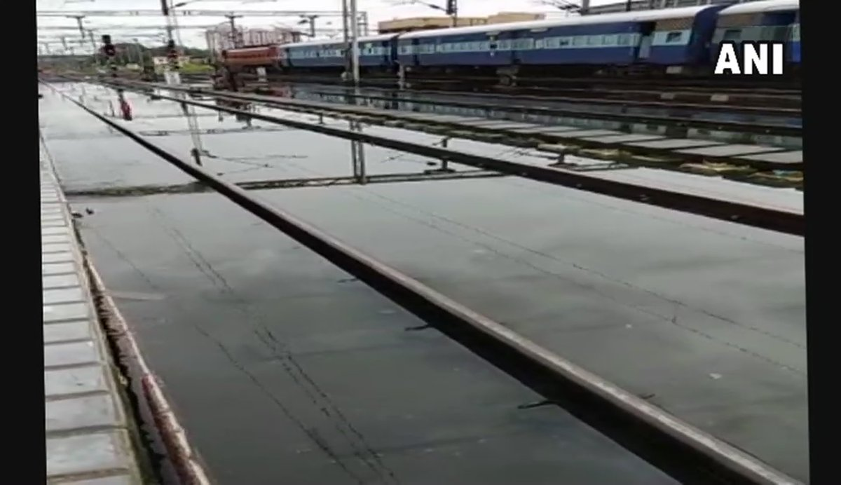 Heavy rainfall continues lashing #Kerala. Railway tracks at Ernakulam Junction railway station submerged under water. 10 trains cancelled for today in Kottayam-Ettumanur section, 2 trains partially cancelled between Ernakulam-Punalur: news agency ANI