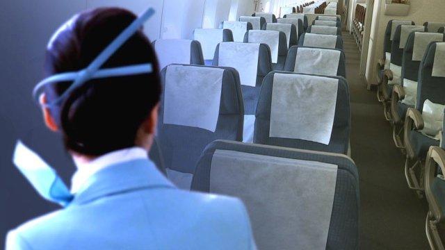 성수기 앞두고 승무원 줄인 항공사...'한 명이 승객 100여명 감당하기도'. 서비스는 둘째치고 비상상황 때 승객 안전 우려. https://t.co/LHg0BX2Z0i