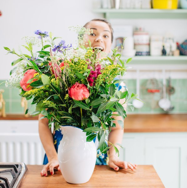 Ahhhh it's not easy being a short, flowers are always trying to takeover your portrait. 😅 Happy hump day! Photo: Lara Messer