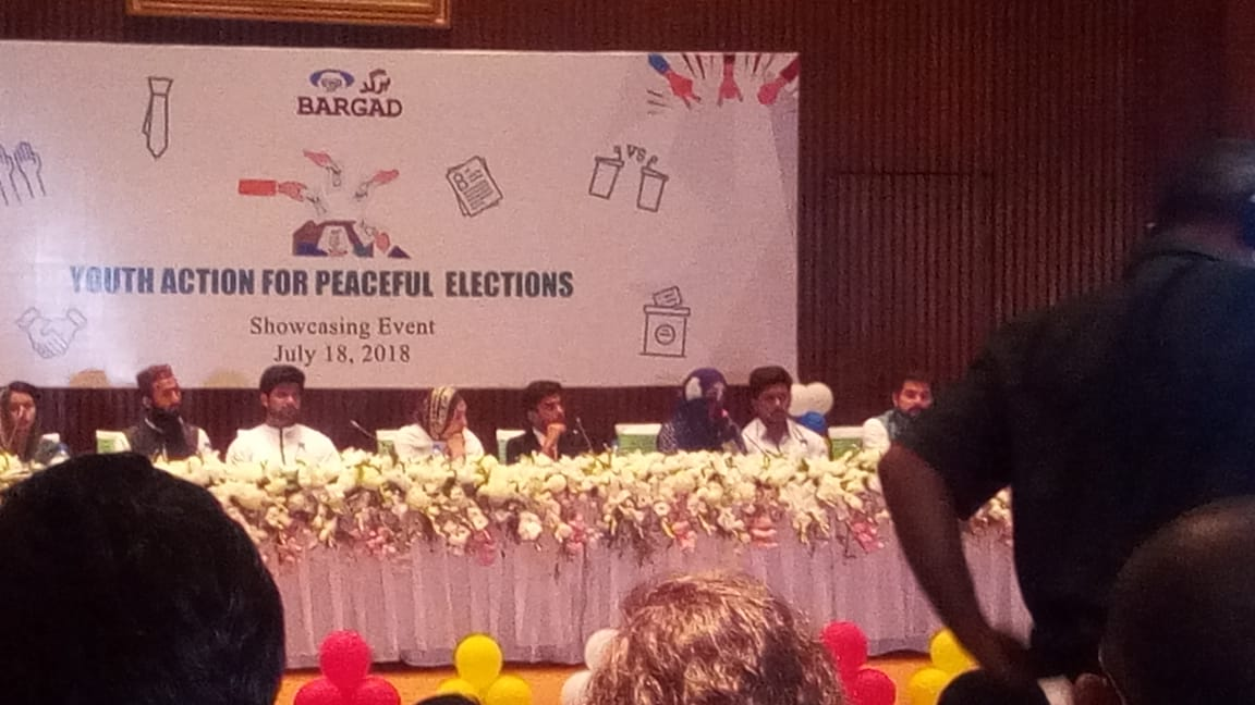 Zeeshan Sikandar is addressing the audience and telling that leaders need to det good example for people because people follow them #HerVote
