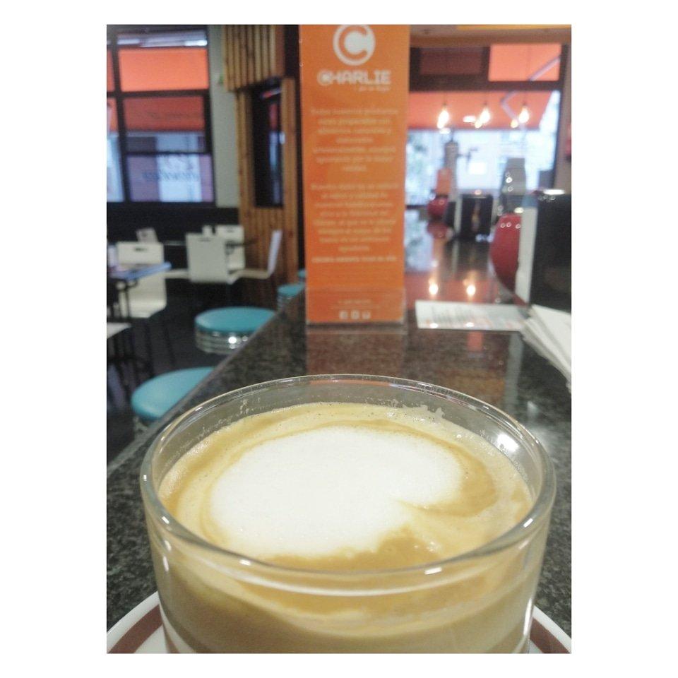 Un café☕ para empezar con fuerza el día. También tenemos menú desayuno especial: café + tortita con nata = 2,30€