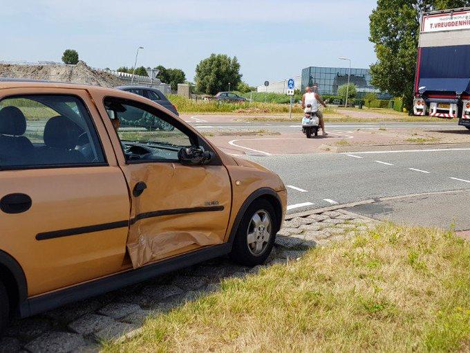 Aanrijding zonder letsel. Rotonde Burgemeester Elsenweg / Bosweg. Auto / Vrachtwagen. https://t.co/EEWMSccL5c