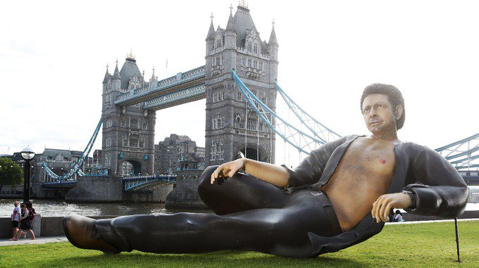 Giant semi-naked Jeff Goldblum statue pops up in front of Tower Bridge. https://t.co/hmYrQCthX9