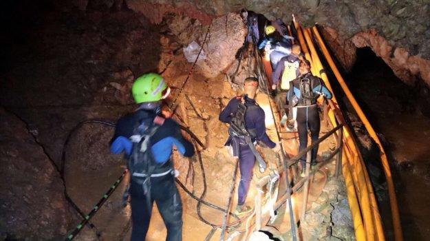 Thailandia, i ragazzi salvati nella grotta lasciano l'ospedale https://t.co/aiQ1nOFhkG