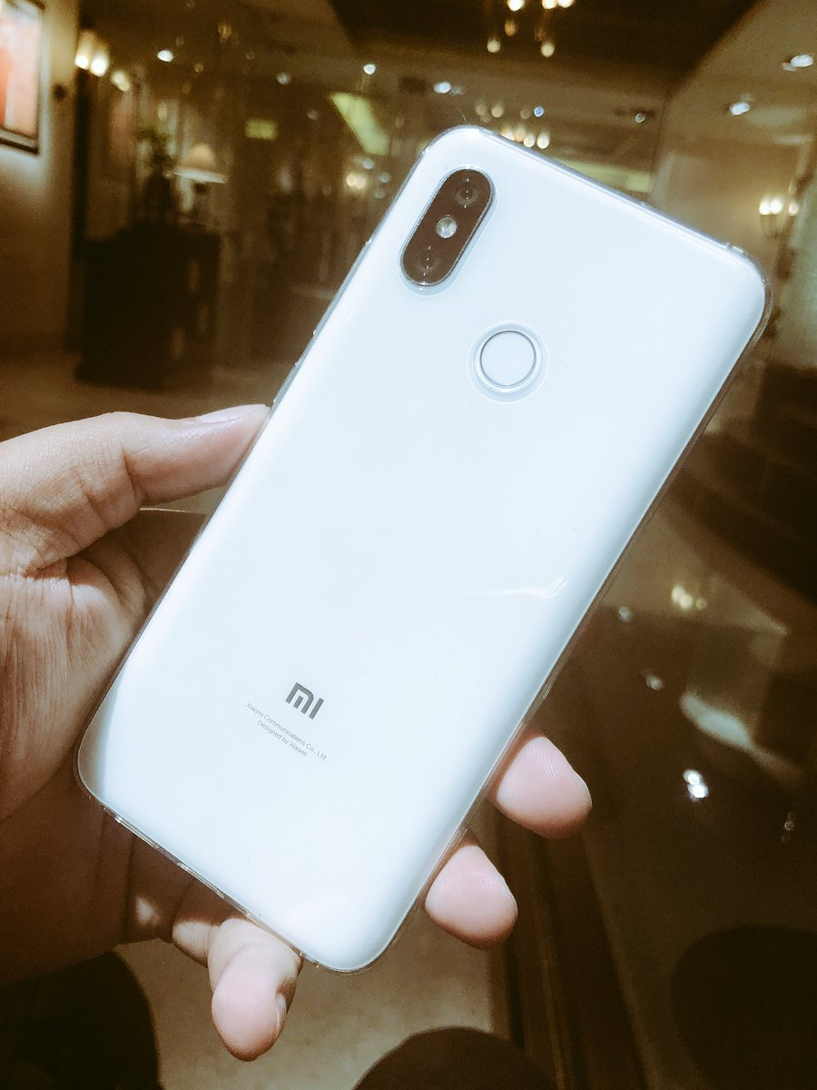 Not sure if we will see Mi 8 getting launched in India soon or not but this is a great smartphone. It does look similar to iphone and works great too at much lesser price. #ReviewSoon #TeamGD