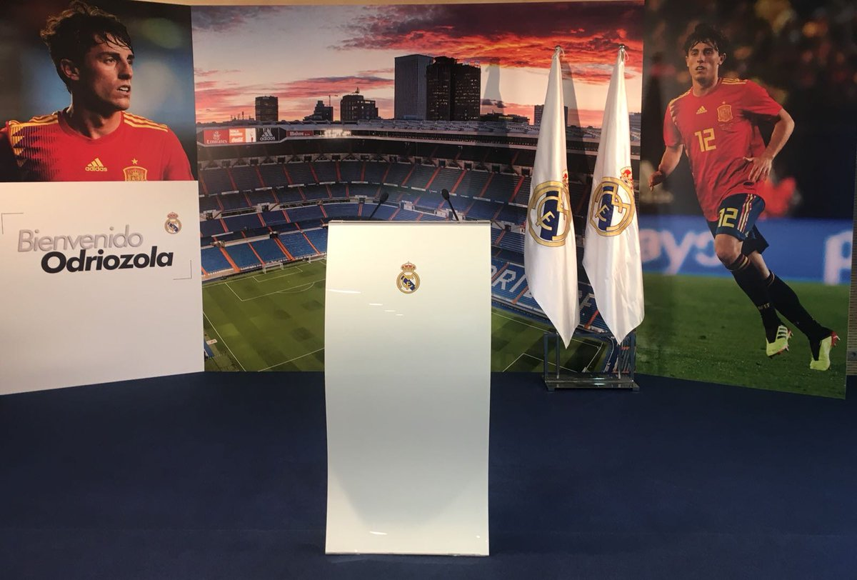 📸 #WelcomeOdriozola We're all set for @alvaroodriozola's presentation at the Bernabéu! #HalaMadrid