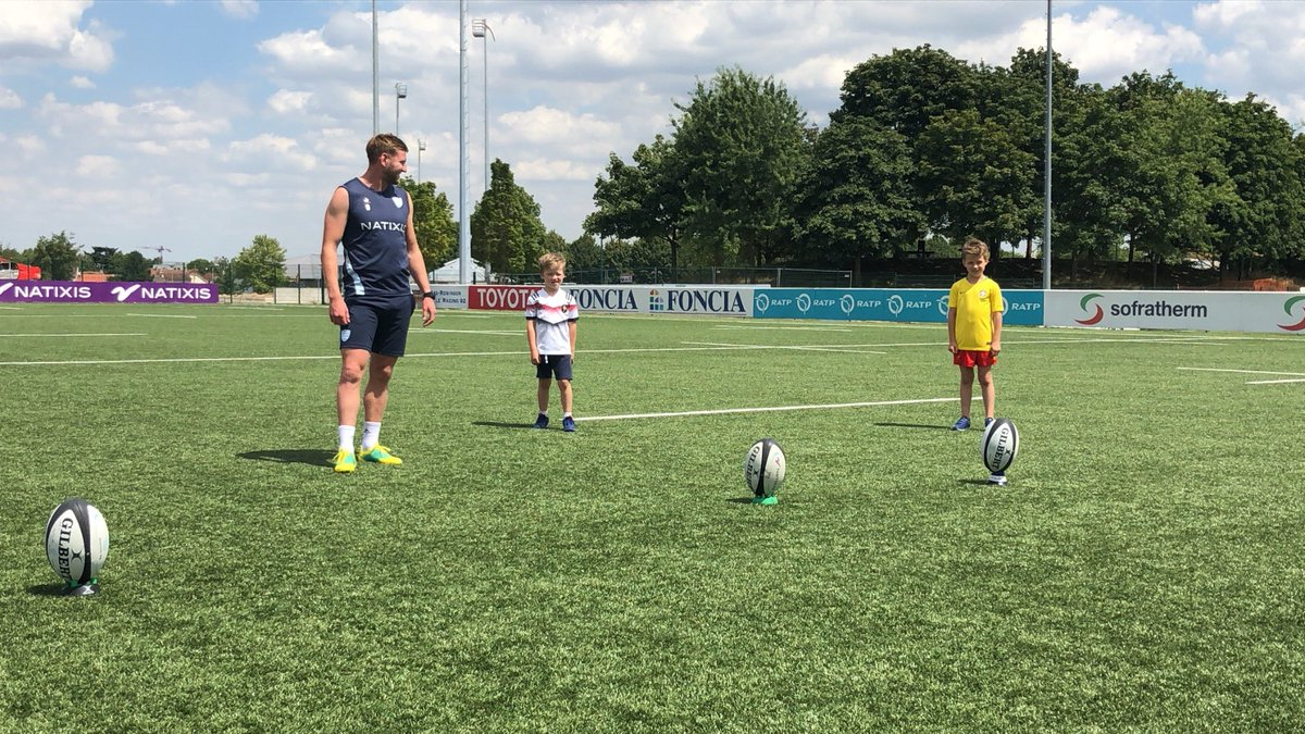 RT @SimonZebo: Special guests giving @finn_russell a free kicking session  @RonanOGara10 https://t.co/uTuwgOvv5P