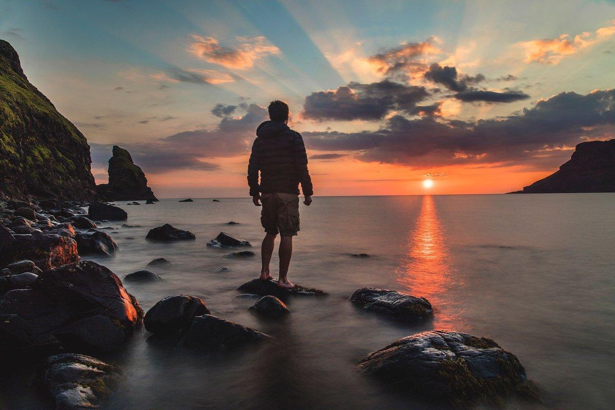 ¿Tienes ganas de vacaciones? Juan Pablo II decía que las #vacaciones de #verano son un tiempo para redescubrir los auténticos valores del espíritu y que pueden convertirse en una ocasión ideal para dar aliento a la vida interior archisevillasiempreadelante.org/nos-vamos-de-v… #FamiliaYVida