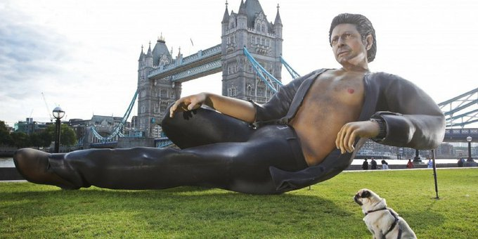 .@NOWTV has graced London with a voluptuous statue of Jeff Goldblum that is as large in ft, as Jurassic Park is old in years (25) Photo