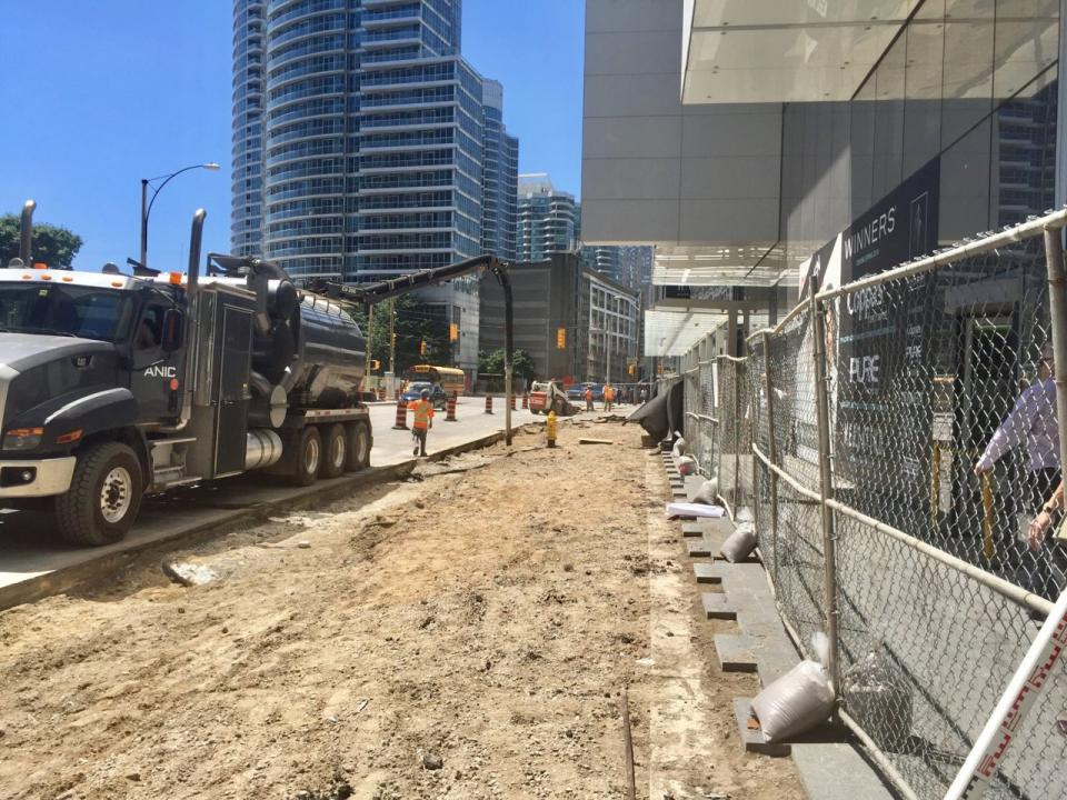 test Twitter Media - A new public realm is emerging along Harbour Street between Lower Simcoe and Bay streets in #Toronto's South Core. Wider sidewalks, protected bike lanes, and extensive landscaping are part of the work underway: https://t.co/SBnvGsAW8I https://t.co/DLp1OFEfRB