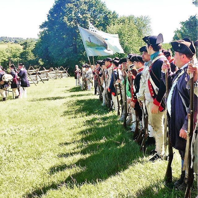 Let the colors fly! #reenactment #revolutionarywar #patriots https://t.co/WGfRhAbwgh