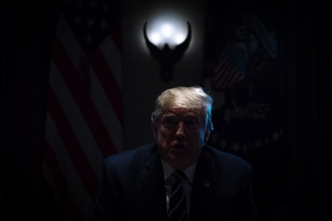 Chief of staff John Kelly accidentally turned the lights off as President @realDonaldTrump was clarifying his Helsinki comments in the Cabinet Room yesterday #trump Photo