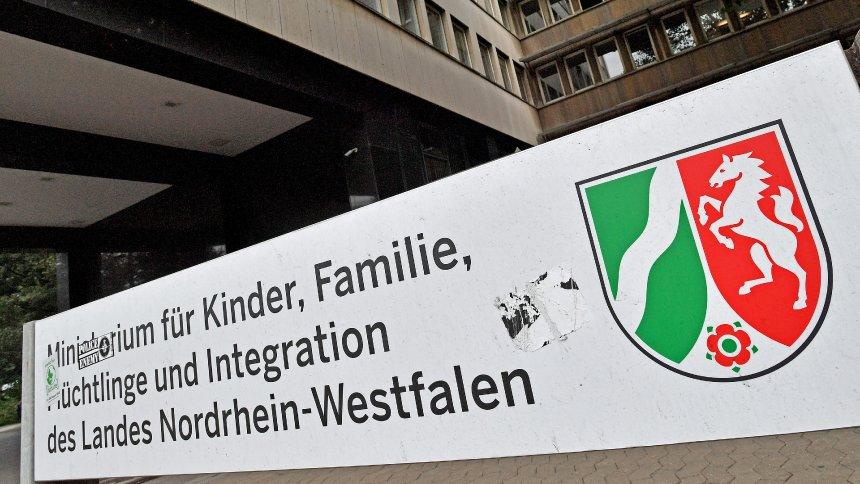 Nach Abschiebung eines Gefährders: Stadt Bochum legt Beschwerde gegen Rückkehr von Sami A. ein https://t.co/Rh46TCraQ4