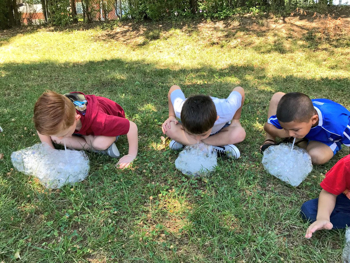 Summer school science!  Bubbles! 🔬 <a target='_blank' href='http://search.twitter.com/search?q=hfbtweets'><a target='_blank' href='https://twitter.com/hashtag/hfbtweets?src=hash'>#hfbtweets</a></a> <a target='_blank' href='http://search.twitter.com/search?q=surfacetension'><a target='_blank' href='https://twitter.com/hashtag/surfacetension?src=hash'>#surfacetension</a></a> <a target='_blank' href='https://t.co/tt2jp5UsDT'>https://t.co/tt2jp5UsDT</a>
