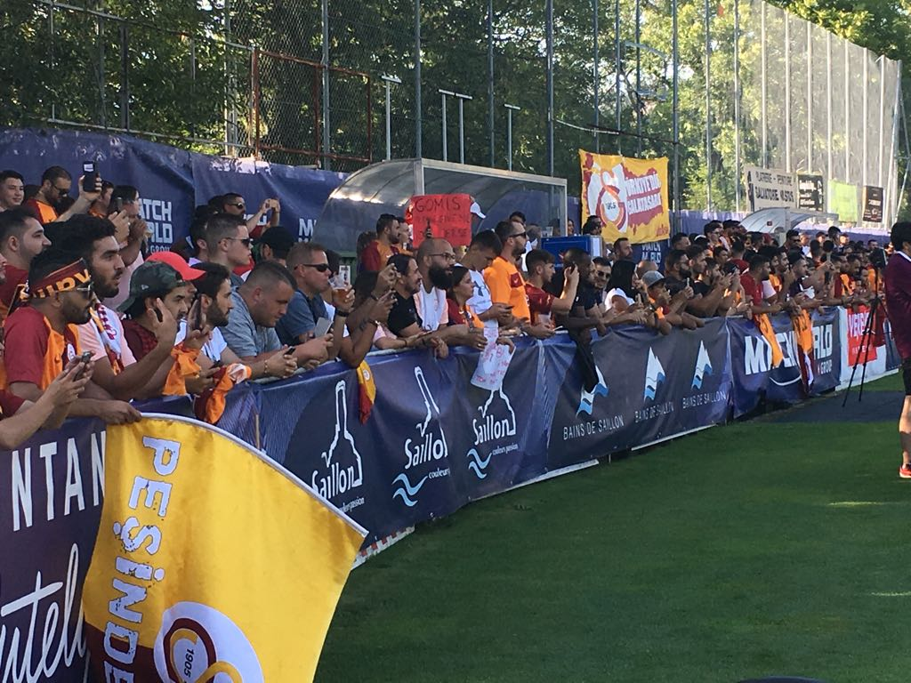 📸   As usual, #Galatasaray fans are also here in Switzerland supporting our team.