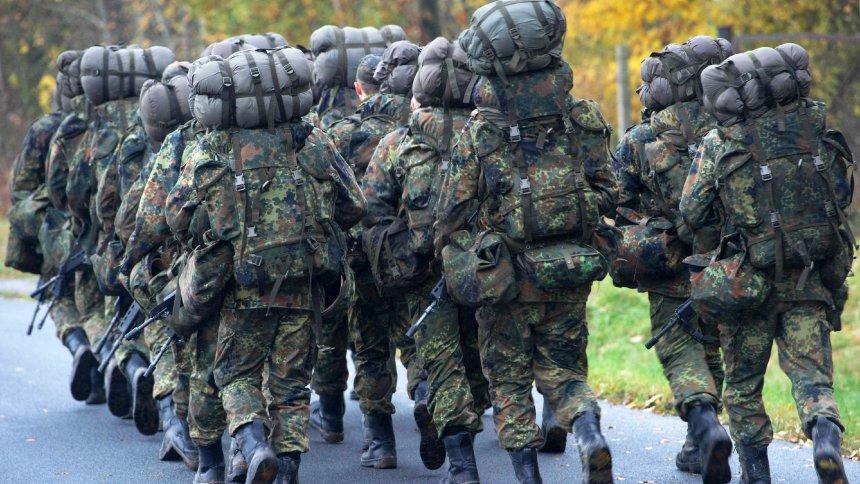 Neue Grundausbildung der Bundeswehr: Soldaten sollen fitter werden https://t.co/FxVGZtcLDt