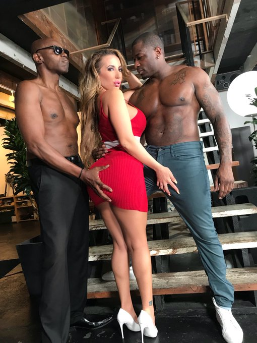 Happy Hump Day to me  thanks @DogfartNetwork for giving me @RobPiperXXX & @seanmichaels42 today 🙌🏾🍑💦
