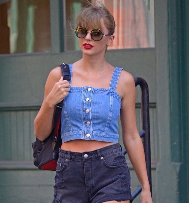 Taylor is probably the only person on planet earth who can wear denim with denim and make it look hot🔥 @taylorswift13 Foto