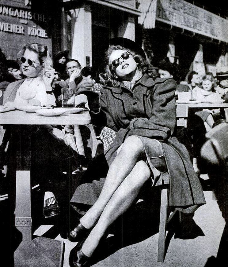 Cafe Wien on the Kurfürstendamm, formerly fashionable thoroughfare. Berlin 1946 https://t.co/ntI5PS8Xqu