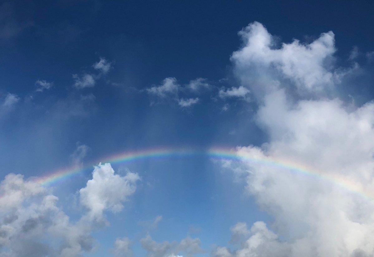 おはようございます。今日も朝から虹の空。(西表島にて。iPhoneで撮影) 昼夜撮影中です。