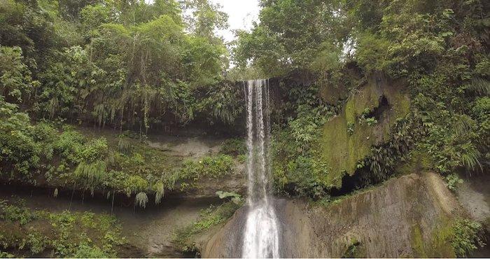 #Video Un hombre salta desde lo alto de una cascada en Guayas, Ecuador, y no vive para contarlo https://t.co/z6qgKIKDul