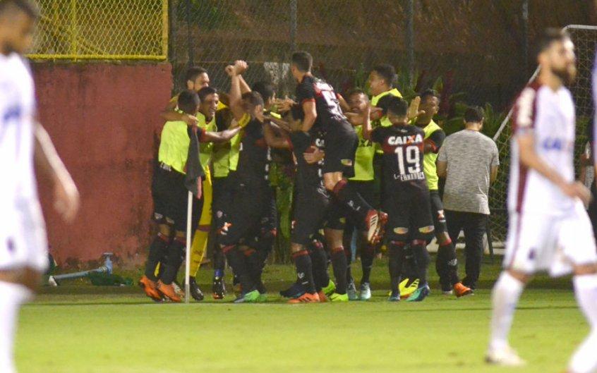 Com gol de André Lima, Vitória bate o Paraná no Barradão https://t.co/MXcH44jFFF