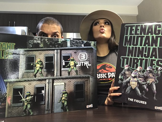 2 pic. UNBOXING THE @NECA_TOYS SDCC TMNT 2018 EXCLUSIVE ON TWITCH! https://t.co/krhSDru5sq  With guest