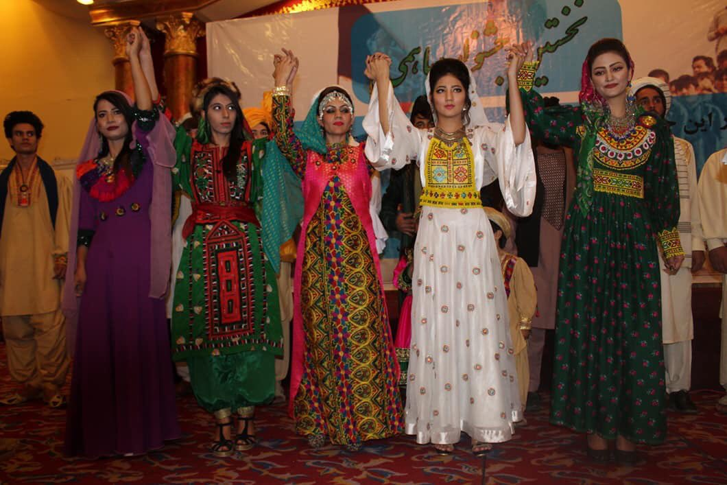 ببینید #افغانستان چقدر رنگارنگ است! فیشن، یک روند رو به رشد افغانستان است که با خود وحدت، همدلی و همبستگی را تقویت می کند. تصاویر: اجمل حقیقی، facebook.com/profile.php?id…