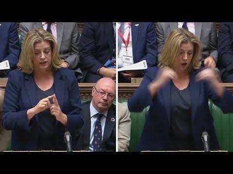 [🇬🇧#Angleterre] En plein #Parlement 1 #ministre prononce son discours en le traduisant en même temps en #LangueDesSignes pour les #sourds & #malentendants. 1 bonne #initiative pr sensibiliser, attention à passer par des pros 👉 https://t.co/HWLyR9lWYV #handicap via @LeHuffPost https://t.co/GkByRdassO