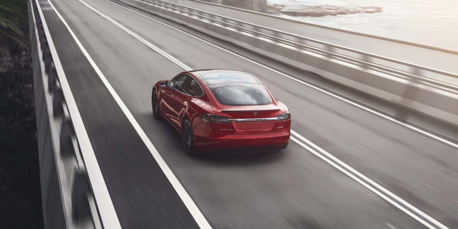Model-S-Käufer sollen ihren Umweltbonus zurückzahlen. Dagegen will #Tesla nun klagen. https://t.co/70DW2waqIn