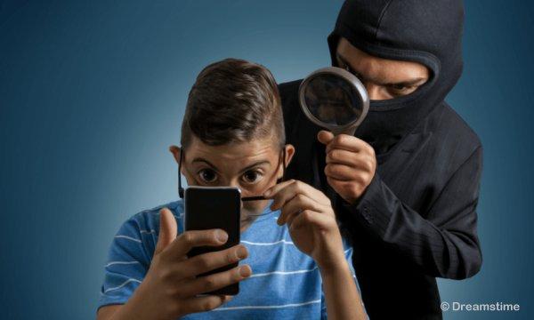 test Twitter Media - Helft smartphone-gebruikers vreest digitale pottenkijkers https://t.co/dqdNDPOLMk https://t.co/4YmAeuORri