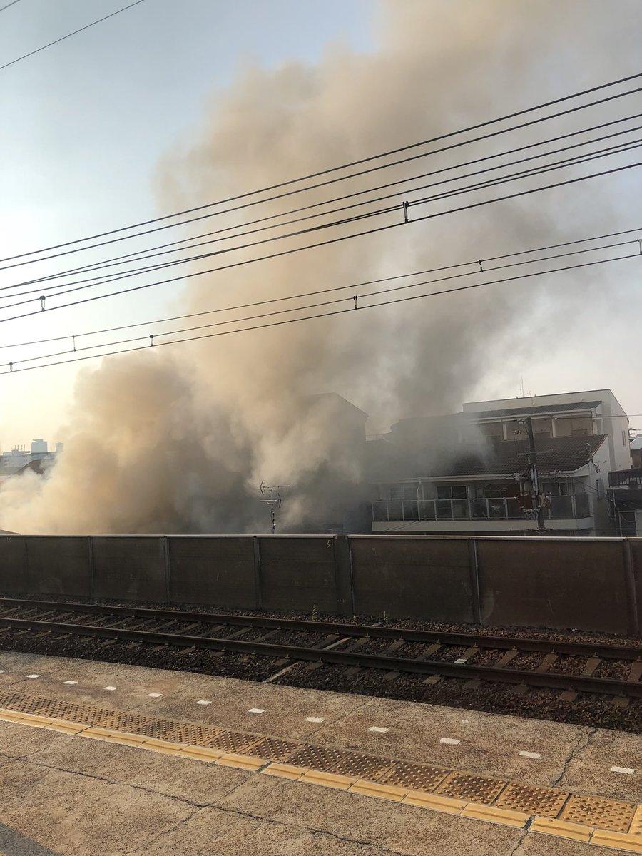 近鉄大阪線の今里駅付近で火事が起きている現場の画像