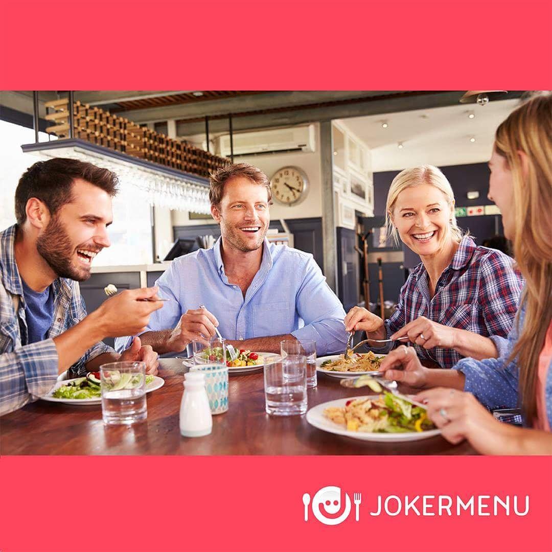 family eating at restaurant - HD1500×1000