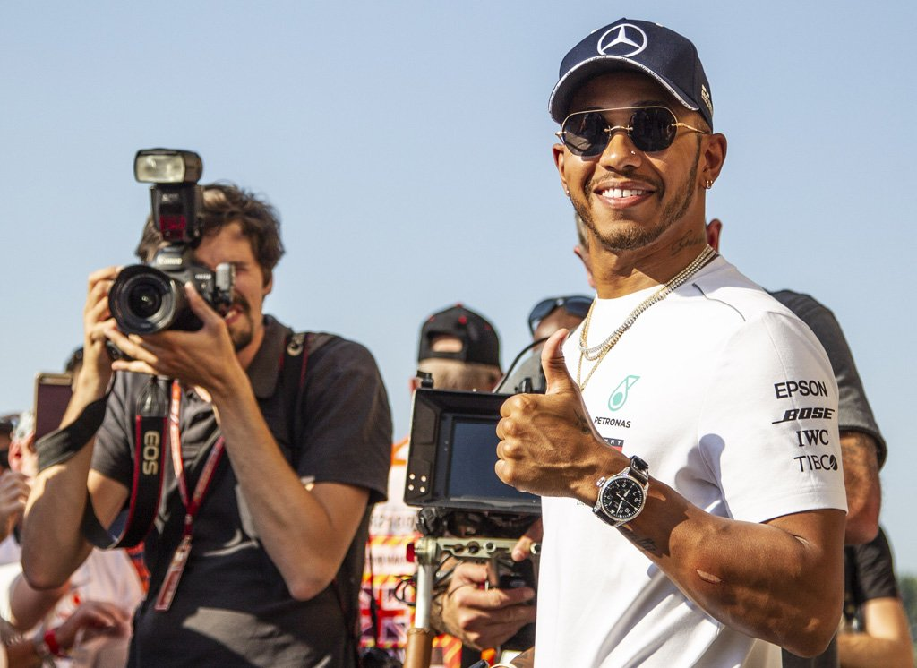 It's official:  Mercedes confirm Lewis Hamilton has signed a new two-year deal with the team  https://t.co/b3qcRtpmA2