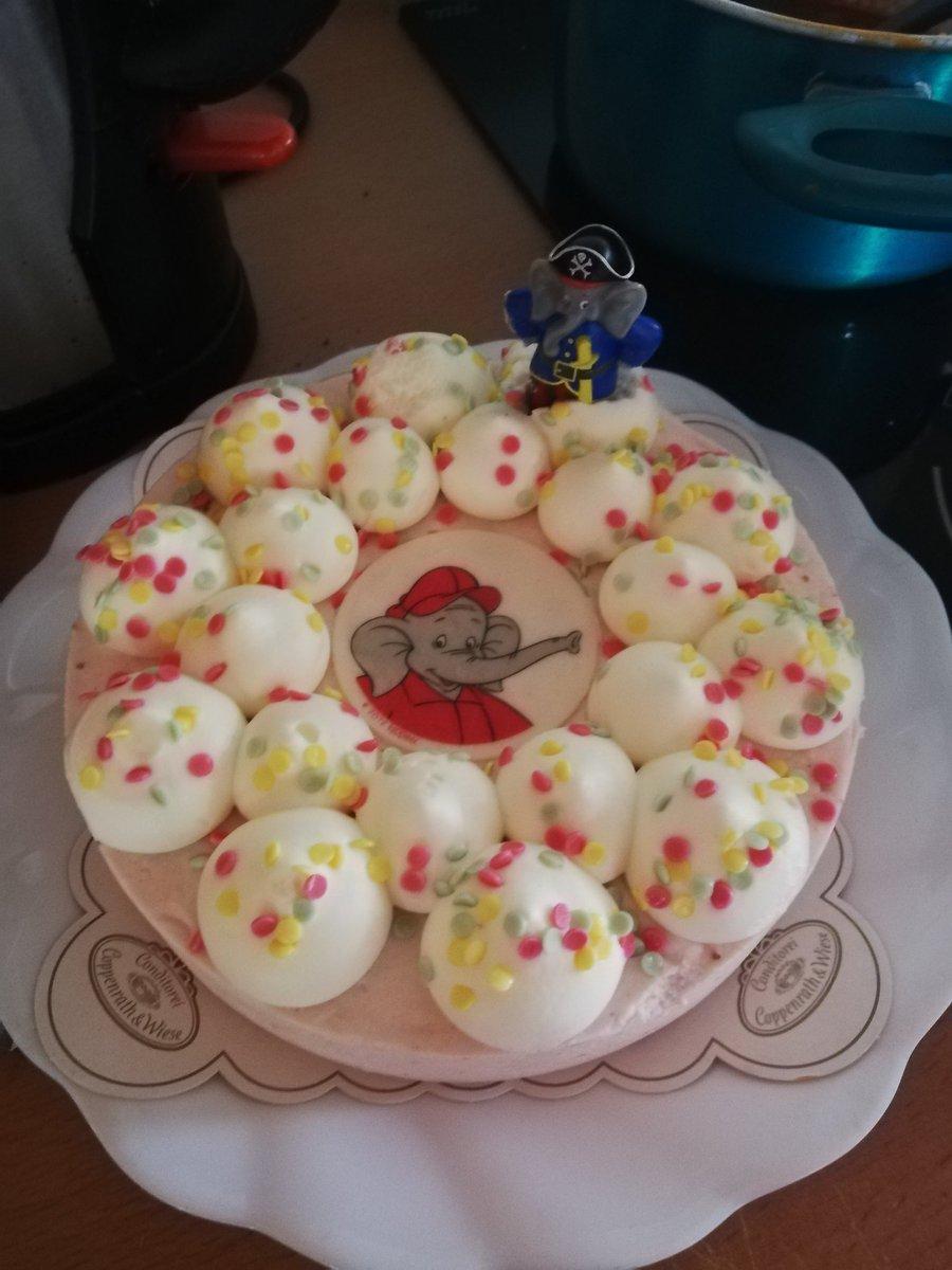 Saphria On Twitter Danke Kollegen Fur Den Tollen Kuchen Xd Ihr