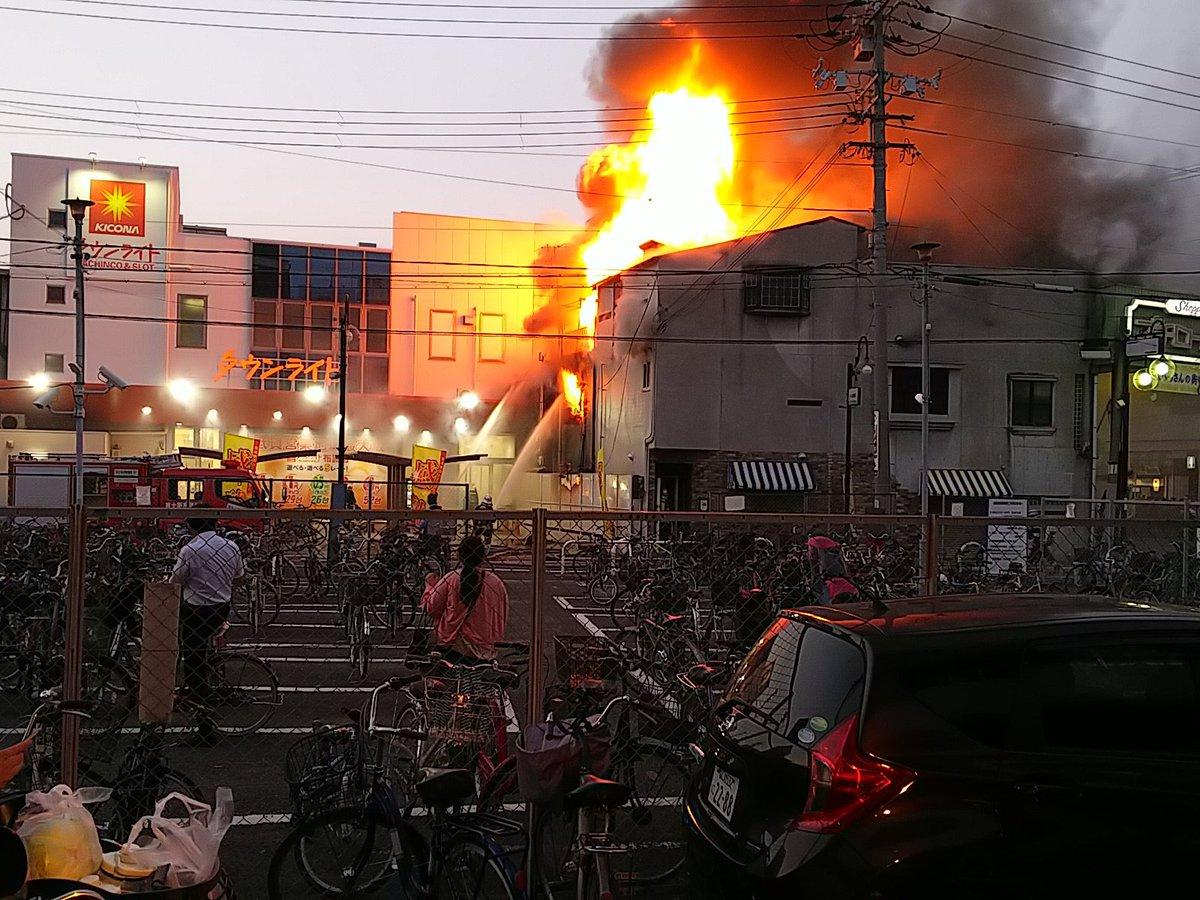 東大阪市足代の商店街で火事の現場画像