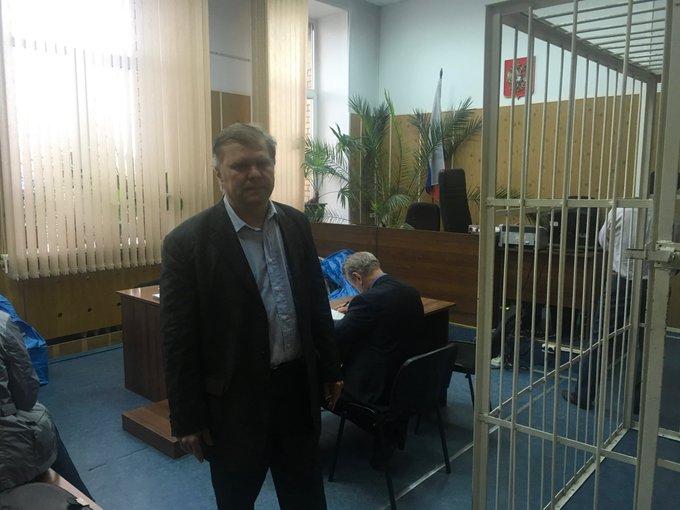 Нет, это не последствия утреннего пикета у ГД Это я в Хамовническом суде, где рассматривается вопрос о продлении срока пребыванич в СИЗО политзаключенного Петра Милосердова, которому шьют попытку госпереворота в Казахстане, хотя обращений от этой страны не было Фото