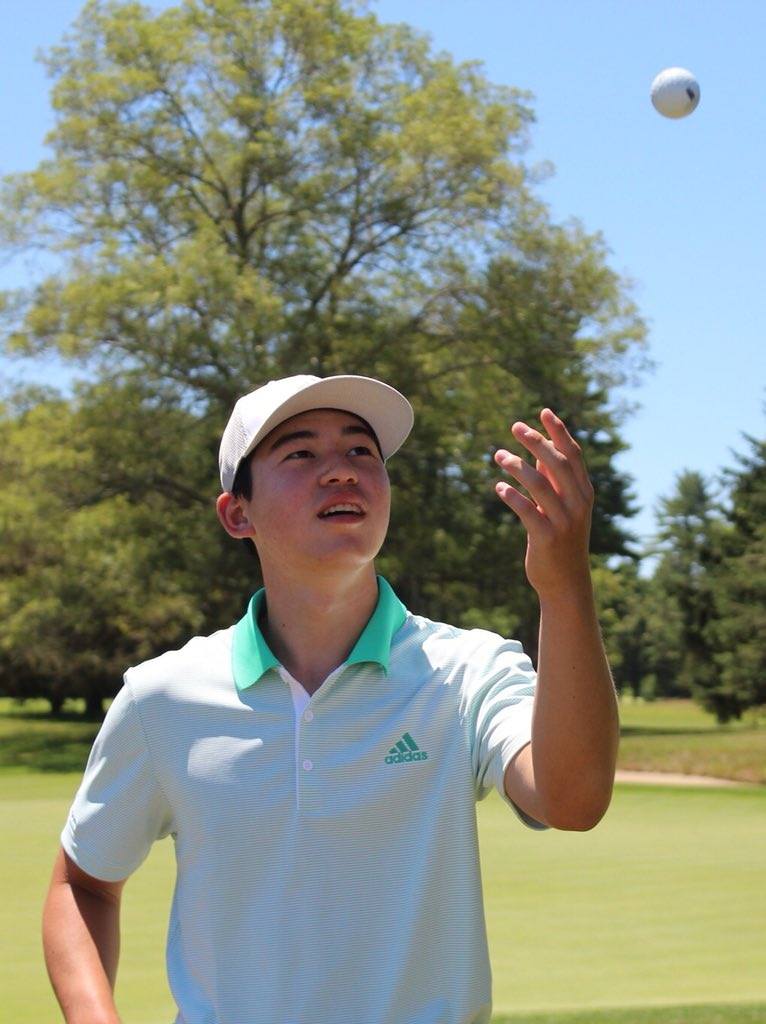 A junior golfer just pulled off something that's probably never been done in a tournament before