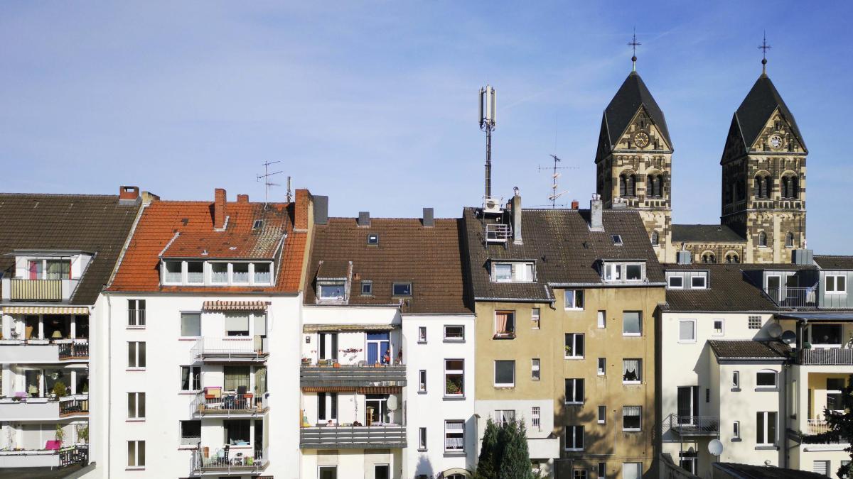 Düsseldorf: Mädchen tot in Wohnung gefunden – Vater festgenommen https://t.co/6FUKyuOYdN