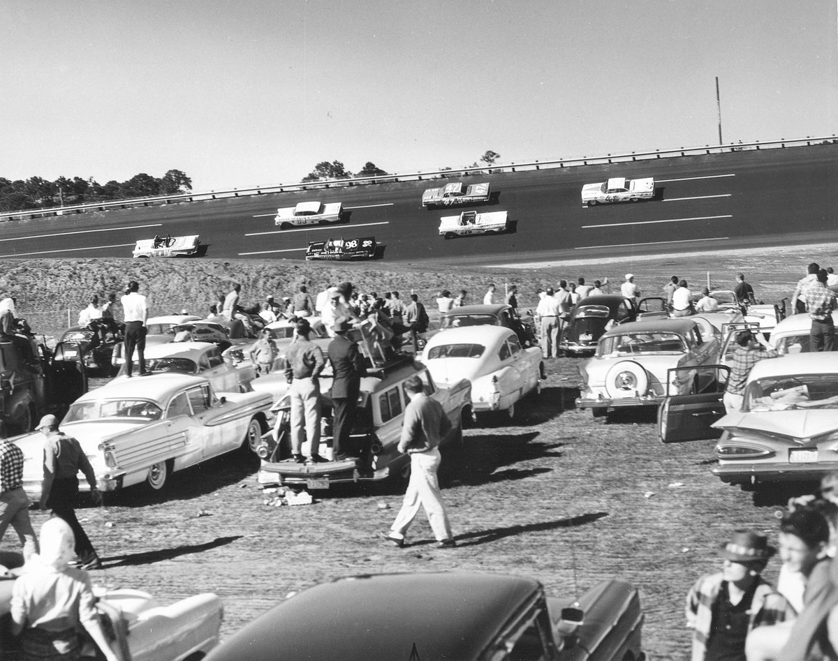 View of the 1959 #DAYTONA500 from the infield. #tbt