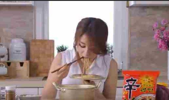 韓国のインスタントラーメンのCMを見ても韓国人と日本人との文化(感性)の違いを感じます。日本のCMでは絶対に流れないシーンですから・・・https://t.co/h2IESXrp6k