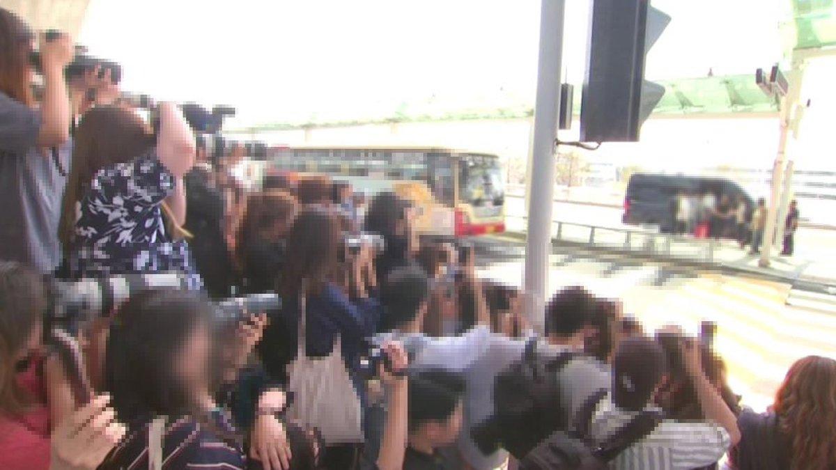 [JTBC 뉴스룸] #밀착카메라 공항 진 친 '연예인 카메라 부대' 현장. 항공권 정보 공유에 비행기 같이 타기도 https://t.co/HHJ7IrX6kx
