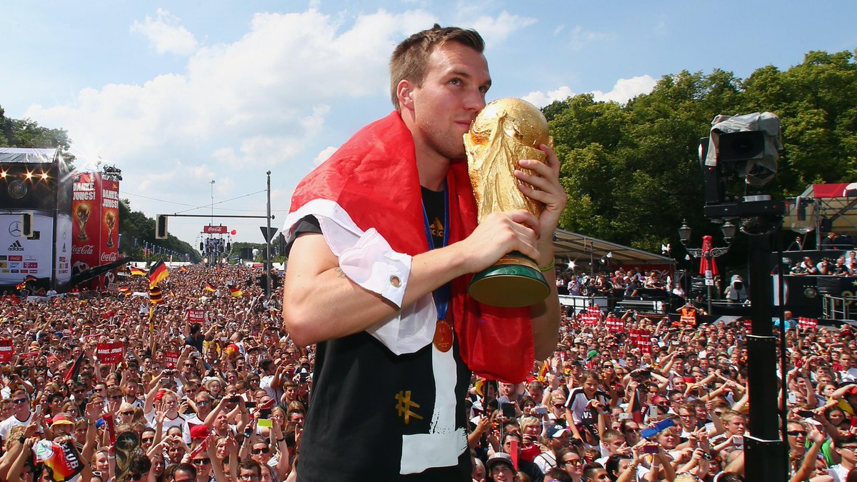 30 today 🎉 Happy birthday to #WorldCup winner Kevin Großkreutz 🎂 #DieMannschaft