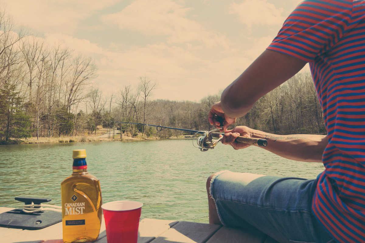 This catch is a keeper. #CanadianMist #LakeLife #Fishing #Whisky #Dockside https://t.co/vTkdgIuiJI