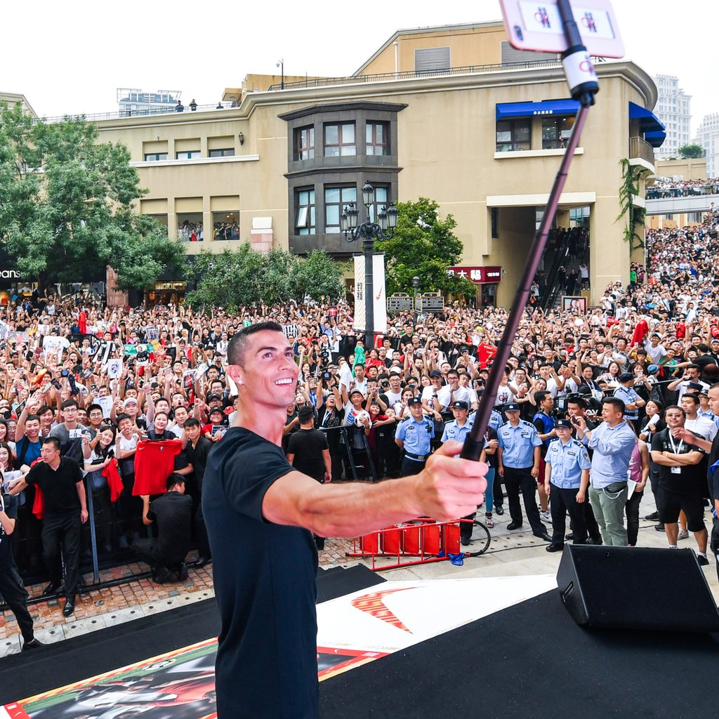 First stop to say hi with a few of my fans 😉👊 #NikeFootball #CR7 #CR7Tour