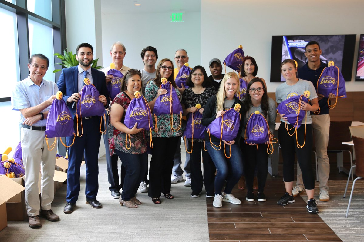 Yesterday we teamed up with The Birthday Party Project to throw a birthday party for homeless youth in LA - complete with games, dancing, cake, and of course, Lakers treat bags! 🎉